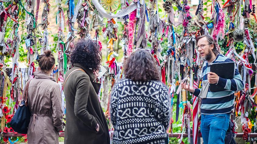 David's London Bridge tour - Crossbones Graveyard ribbons